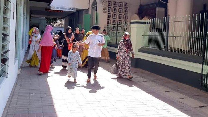 Kawasan Wisata Religi Sunan Ampel Kembali Dibuka, Tapi Banyak Peziarah yang Belum Paker Masker