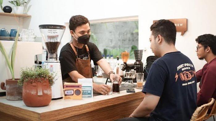 Nongkrong di Pico Kopi Kediri, Kafe Instagramable Bernuansa Thailand Coffee Shop