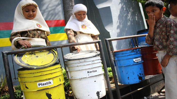 Siswa SD Mengaku Heran Sampah Bisa Ditabung