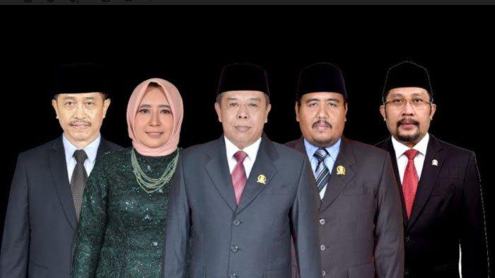 KONSISTEN - Pimpinan DPRD Jatim periode 2019-2024. Ketua DPRD Jatim Kusnadi menegaskan, DPRD Jatim konsisten untuk hadir membantu masyarakat di masa pandemi ini, dengan menyinergikan seluruh kekuatan di masyarakat.