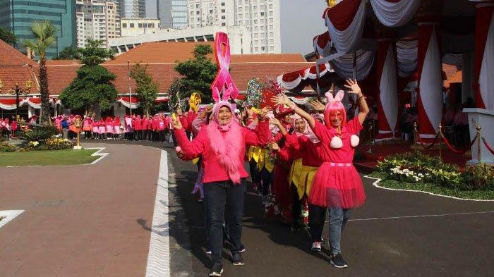 Pink Parade Bukti Konkret Breast Cancer Awareness Month - pink-parade_20181022_182741.jpg