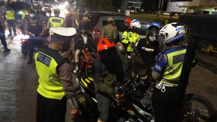 Polisi dan Tim Gabungan di Gresik Lakukan Penyekatan Antisipasi Kriminalitas Jelang Idul Fitri 2021