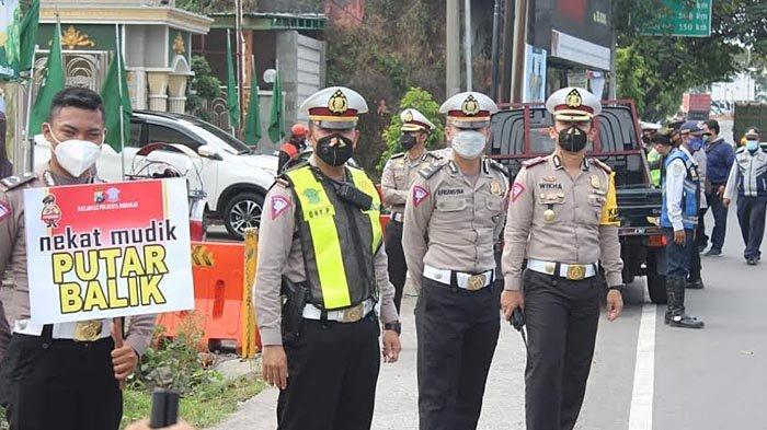 Selain Jaga Pos Penyekatan, Polisi di Sidoarjo Juga Awasi Jalur Tikus dengan Mobil Patroli