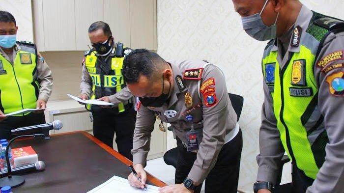 Polisi Surabaya Tanda Tangani Pakta Integritas, Siap Dipecat Jika Terbukti Terlibat Tindak Pidana