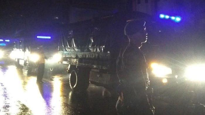Polisi Pulangkan Suporter Bonek dan Aremania di Blitar Pakai Truk