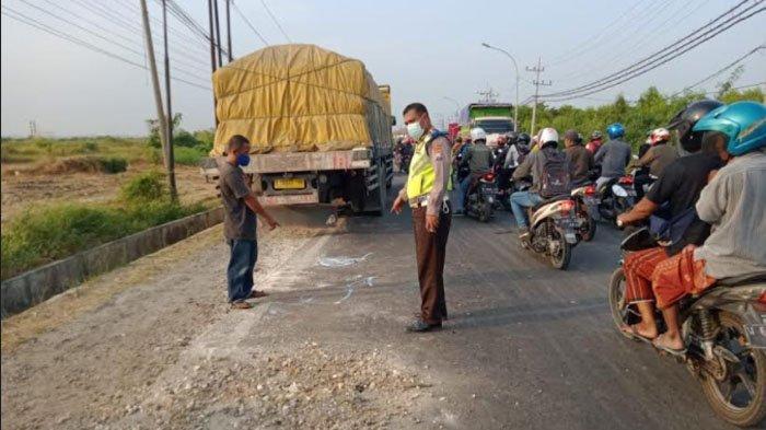 Pasutri Asal Bungah Tewas Tabrak Truk Parkir di Jalur Pantura Kabupaten Gresik