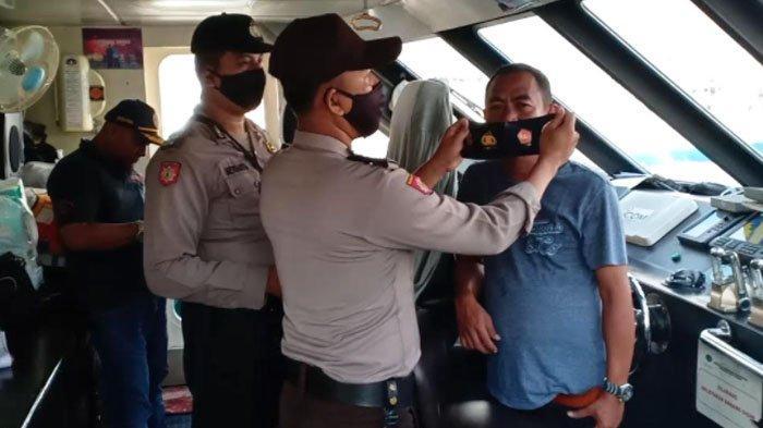 Tekan Sebaran Covid - 19, Polisi Razia Masker Penumpang Kapal ke Bawean Gresik
