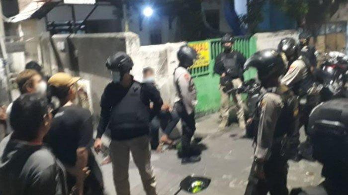 Polisi Surabaya Gagalkan Aksi Tawuran Pemuda di Bogen, Temukan Sajam, Miras Hingga Narkoba