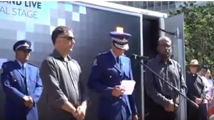 Detik-detik Polisi Wanita Menangis Berduka Atas Penembakan di Masjid Selandia Baru, Lihat Videonya