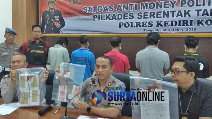 Breaking News - Satgas Anti Money Politic Polres Kediri Kota Tangkap Pelaku Bagi-Bagi Uang Pilkades