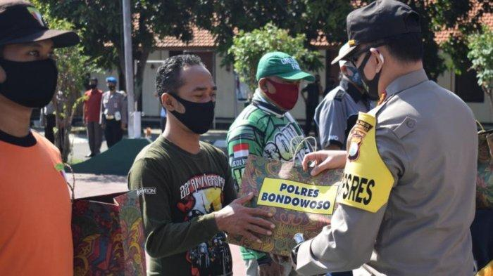 Kurva Kasus Covid-19 Terus Meningkat, Polres Bondowoso Sebar 10 Ribu Masker
