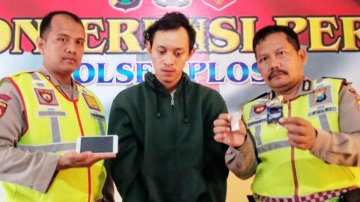 Pengedar Narkoba di Jombang Jual 10 Butir Pil Koplo kepada Polisi yang Nyamar Pembeli
