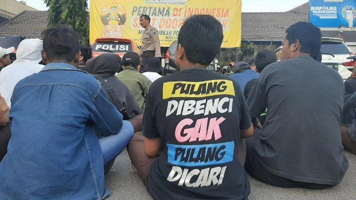 Polisi Amankan Ratusan Pelajar hendak Demo di DPRD Jatim, Ditemukan Celurit, Pisau, dan Petasan