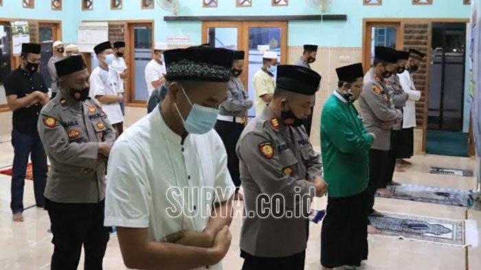 Salat Gaib dan Doa Bersama Polres Tuban untuk 53 Personil KRI Nanggala 402