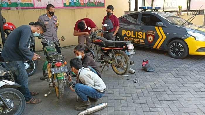 Kantor Polisi di Gresik Jadi Bengkel Dadakan Gara-gara Ini