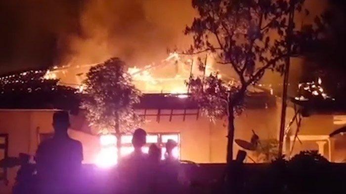 TERUNGKAP 400 Orang Lempar Bom Molotov ke Polsek Tambelengan, Sampang, Begini Kondisinya Sekarang
