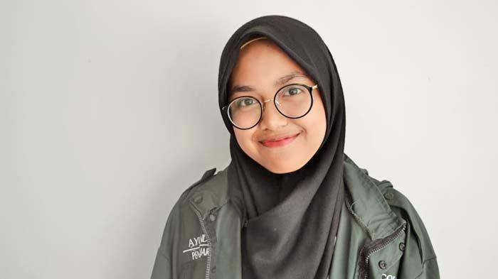 Potret Ayunda Rizqi Oktaviana, Terjun ke Dunia Pendidikan