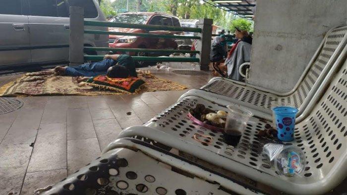 Pengunjung Sayangkan Ruang Tunggu IGD RSUD Dr Soetomo Surabaya Penuh Sampah