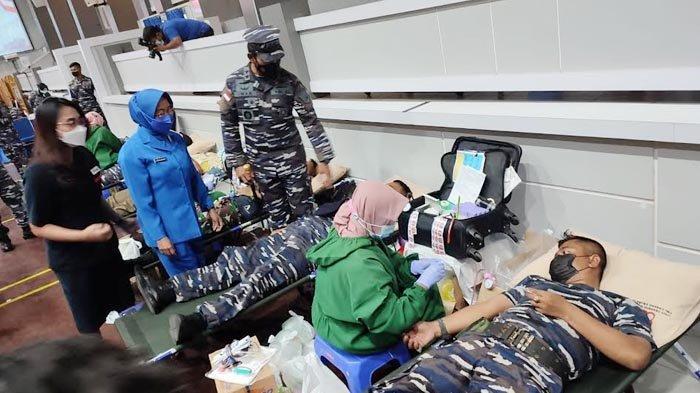 Rayakan HUT TNI AL ke 76, 550 Prajurit Koarmada II di Surabaya Semangat Donorkan Darah