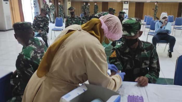 Ratusan Prajurit Donor Plasma Konvalesen di KodiklatalSurabaya, Targetnya 200 Kantung Darah