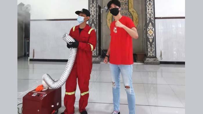 Kreator Surabaya Gelar Baksos Semprot Disinfektan Gratis untuk Tempat Ibadah
