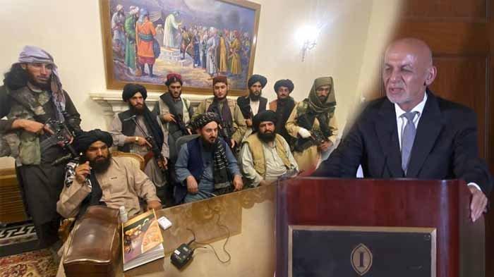 Pejuang Taliban menguasai istana kepresidenan Afghanistan setelah Presiden Afghanistan Ashraf Ghani kabur dari negara itu, di Kabul, Afghanistan, Minggu (15/8/2021).