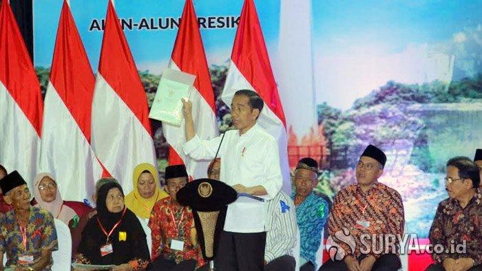 Presiden Joko Widodo Bagikan 2.020 Sertifikat Tanah di Gresik