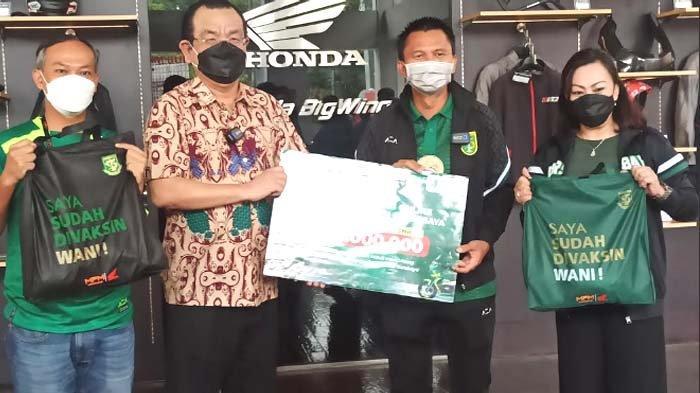 Kunjungan Sponsor Warnai Ulang Tahun Ke-94 Persebaya, MPM Honda Jatim 5 Musim Setia Dukung Bajul Ijo