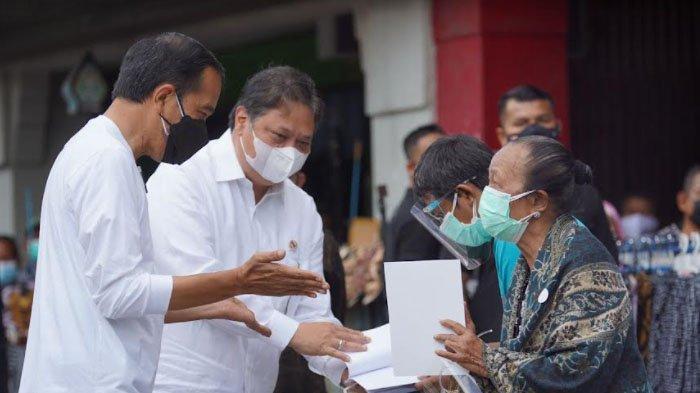 Presiden Jokowi dan Menko Airlangga Resmikan Bantuan Tunai Warung dan PKL di Yogyakarta