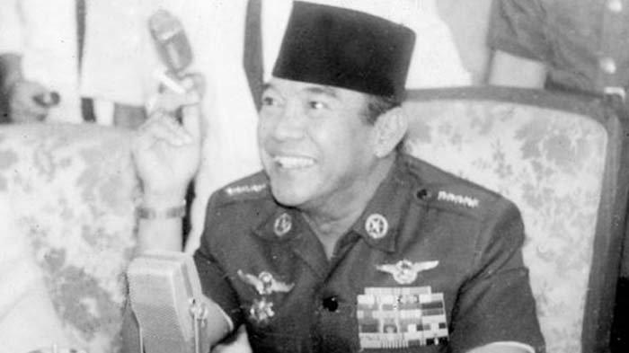 KRONOLOGI Percobaan Pembunuhan Soekarno Saat Shalat Idul Adha, Jenderal AH Nasution Juga Nyaris Kena