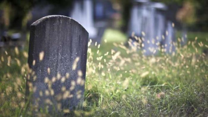 Detik-detik Pria Bongkar Makam Kekasihnya Usai Dengar Teriakan, Saat Dibuka Muncul Kejanggalan