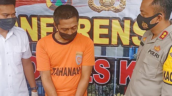 Anang Harun Syah (42) warga Kota Kediri, saat ditanyai oleh Kapolres Kediri, AKBP Lukman Cahyono di Mapolres Kediri, Selasa (6/4/2021).