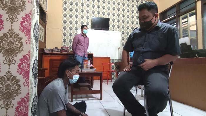 Pemuda di Probolinggo Tewas Ditikam Pisau hanya gara-gara Salah Tegur, Pelaku Dikira Teman Korban