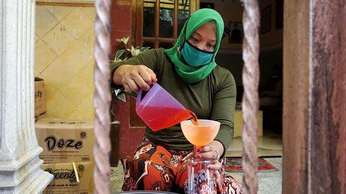 Gagal Usaha Laundry, Warga Banaran Kota Kediri Sukses Produksi Hand Sanitizer dan Hand Soap