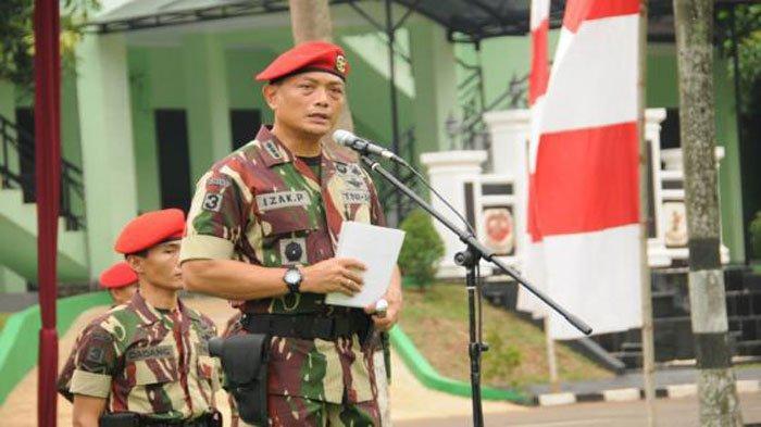 Brigjen TNI Izak Pangemanan saat jadi Komandan Grup 3 Kopassus. Anak Buah Jenderal Andika Perkasa ini nekat menerobos Daerah Rawan KKB Papua. Profil dan biodatanya ada di artikel ini