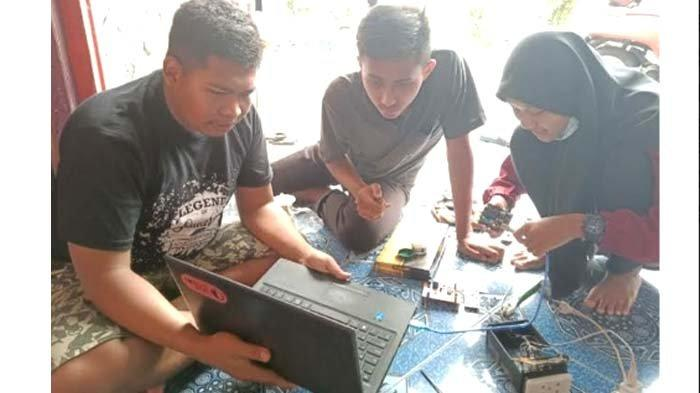 Siswa SMKN 3 Bojonegoro Buat Prototype Alat Penyiram Tanaman Otomatis Nyaman Mas