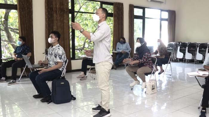 Kesan Dosen dan Mahasiswa UNESA terkait Hari Pertama Pelaksanaan PTM