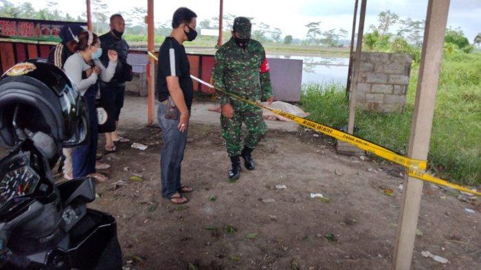 Foto Polsek Pakisaji: Sesosok mayat berjenis kelamin wanita dengan kondisi telanjabf ditemukan di semak-semak pinggir jalan Raya Pepen Pakisaji, Kabupaten Malang pada Selasa (23/3/2021).