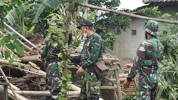 Puting Beliung Rusak Puluhan Rumah Warga dan Tumbangkan Pohon di Kecamatan Gambiran Banyuwangi