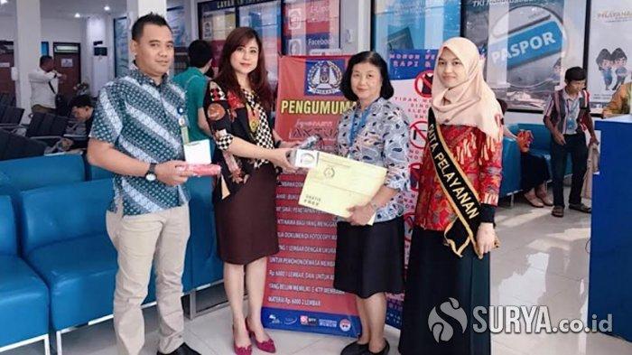 Kantor Imigrasi Kelas I Khusus Surabaya Beri Kejutan Menarik untuk Pemohon di Hari Batik Nasional