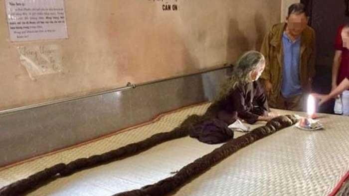 Rambut Nenek Ini Mirip Ular Piton Sepanjang 6 Meter, Sudah 64 Tahun Tak Potong dan Keramas