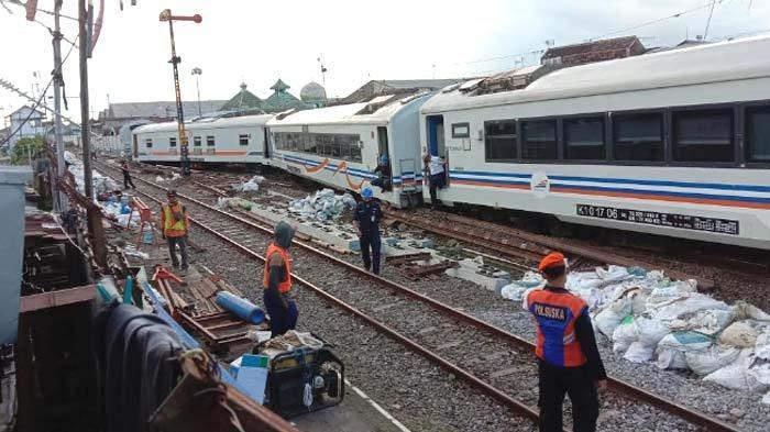 7 Gerbong KA Tanpa Lokomotif Tiba-tiba Berjalan Sendiri, Baru Berhenti setalah Keluar Rel