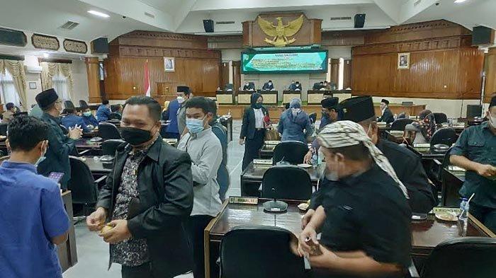 Rapat Paripurna Ditunda Gara-gara Bupati dan Wabup Tuban Tak Hadir, Ketua DPRD Ingatkan Sinergitas