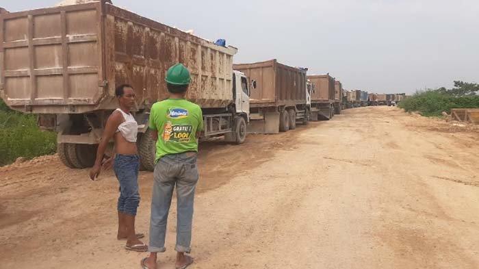 Penyebab Ratusan Dump Truk sempat Macetkan Jalan Raya Pantura di Gresik