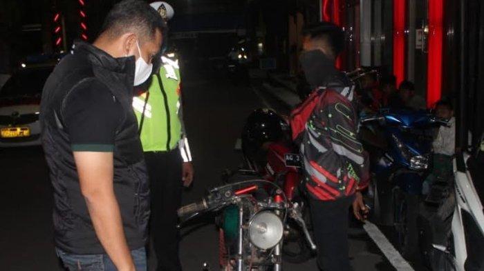 Gelar Razia Skala Besar, Polisi Blitar Sita Ratusan Miras dan Menyita Belasan Motor