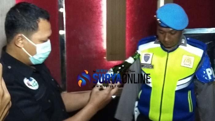 Petugas Gabungan Gelar Razia Tempat Karoke di Blitar, Pengunjung Dites Urine