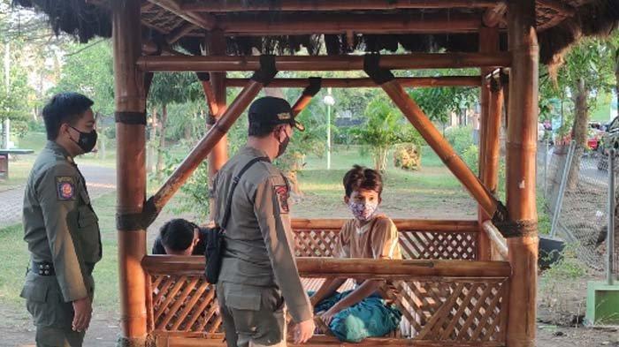 VIRAL - Sepasang Kekasih Lakukan Hal Tak Pantas di Taman Maramis Kota Probolinggo
