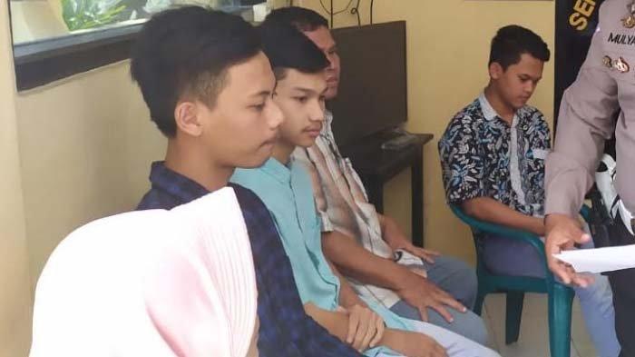 Diciduk Polisi, Dua Pemuda Jombang yang Viral Karena Mandi di Atas Motor Malu