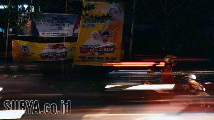 Ribuan Baliho Khofifah-Emil Mulai Dipasang Partai Pengusung di Surabaya