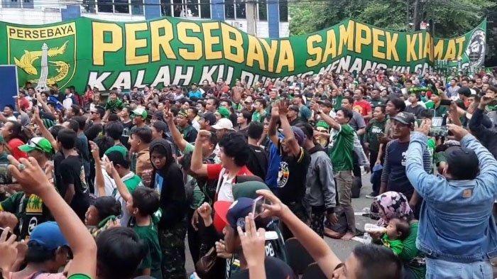 Dari Mapolres Perak Surabaya Ribuan Bonek Kirim Dukungan untuk Persebaya Surabaya